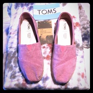 TOMS LIMITED EDITION FLATS size 7.5